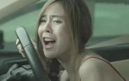 美女竟然在车上大便,隔着屏幕都闻到味!