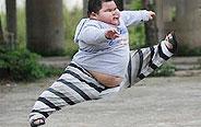 一个努力奔跑的小胖子