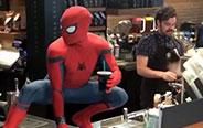 买咖啡碰到蜘蛛侠是什么体验